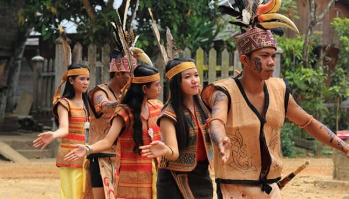 suku suku di pulau kalimantan