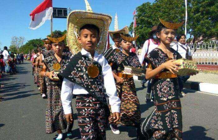 pakaian adat indoenesia