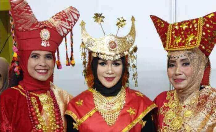 pakaiana adat indonesia