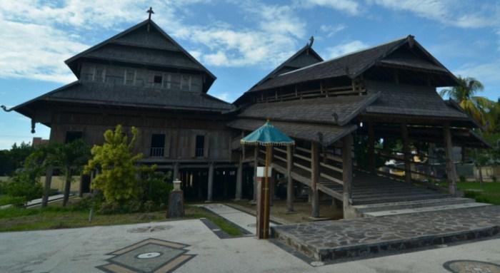 rumah adat nusatenggara barat