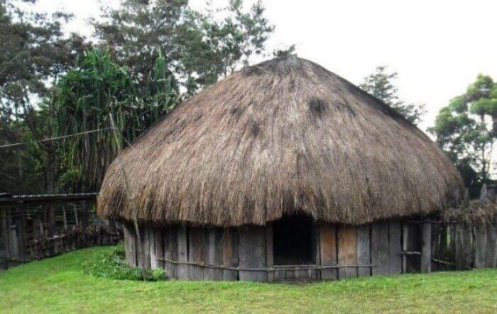 rumah adat ebei